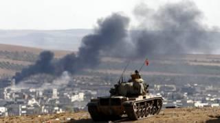 تانک ترکیه در آنسوی مرز ناظر درگیری های کوبانی