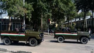 Полицейские машины на улицах Душанбе