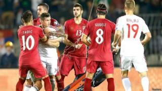 Confusão suspende jogo em Belgrado / Crédito: Reuters
