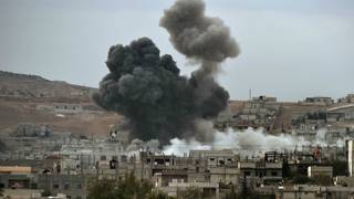 دود ناشی از حمله ائتلافی به مواضع داعش در کوبانی - ۱۴ اکتبر