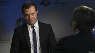 Премьер-министр РФ Дмитрий Медведев дает интервью CNBC
