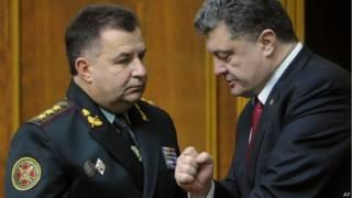 Министр обороны Украины Степан Полторак и президент Петр Порошенко