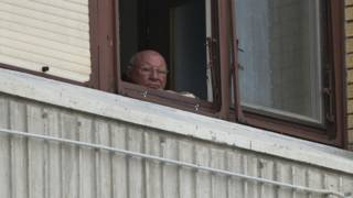 Якоб Денцингер в своем квартире в городе Осиек, Хорватия