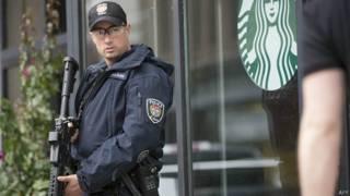 policía de Ottawa vigila alrededores del parlamento de Canadá