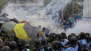 香港警方曾在9月28日向「佔中」示威者發射催淚彈(資料照片,28/09/2014)