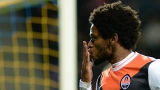 O atacante Luiz Adriano