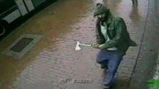 Мужчина с топором в Нью-Йорке