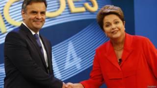 Dilma e Aécio se cumprimentam / Crédito: Reuters