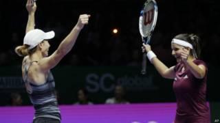 सानिया-कारा ने जीता डबल्स का ख़िताब
