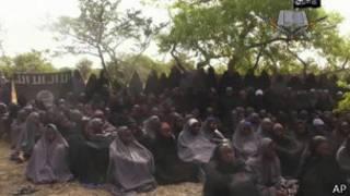 Muhammadu Buhari yavuze ko azakora uko ashoboye ngo atabare abo bakobwa.