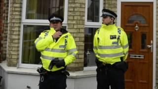 Полицейские у дома арестованного