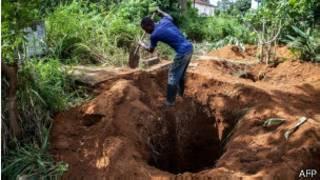 Abagwizatunga bo muri Afrika bashaka kugabanya abahitanwa na Ebola