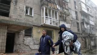पूर्वी यूक्रेन में दोनेत्स्क पर रात भर भारी गोलीबारी
