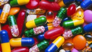 彩色藥丸和膠囊