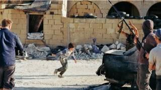 fotograma de la pelicula noruega del niño héroe sirio en Malta