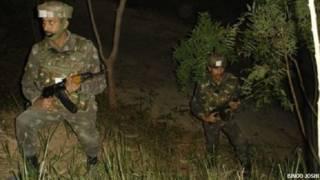 नियंत्रण रेखा पर भारतीय सैनिक