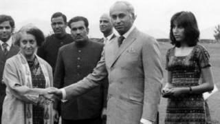 इंदिरा गांधी, ज़ुल्फ़िकार अली भुट्टो और  बेनज़ीर भुट्टो शिमला हैलिपैड पर