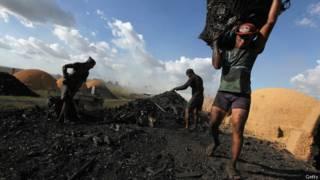 Produção ilegal de carvão no Pará, em 2012, com suspeita de trabalho análogo à escravidão (Getty)