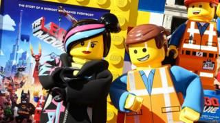 """Emmet y Lucy, personajes de """"Lego, la película""""."""