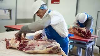 Разделка говядины на французском мясокомбинате