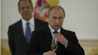 Rais Putin na Lavrov nyuma yake