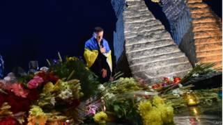 Біля пам'ятника жертвам Голодомору