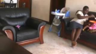 Video niñera Uganda