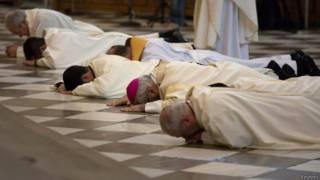 Sacerdotes de Granada (foto: Reuters)