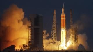 """Ракета """"Дельта-IV""""  в момент старта на мысе Канаверал во Флориде"""
