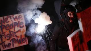 Протестующий в Милане