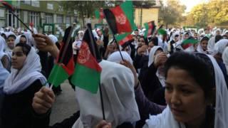 अफगानिस्तान में स्कूली लड़कियां