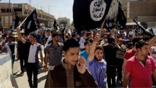इराक़ के मोसुल में आईएस के समर्थक