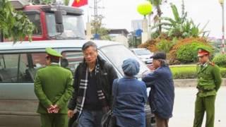 Tiến sỹ Nguyễn Quang A sau khi tranh luận với các công an gây khó dễ