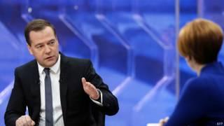 Премьер-министр России Дмитрий Медведев дает интервью российским телеканалам