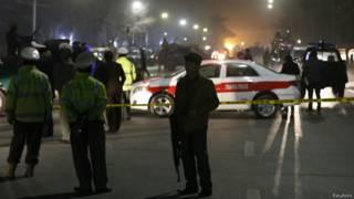 Полицейские у школы, где произошел взрыв