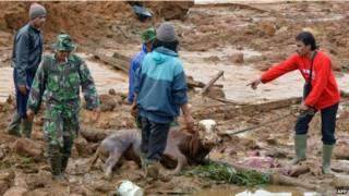 इंडोनेशिया में बारिश के मौसम में भू-स्खलन
