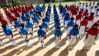 भारत में पेशावर हमले की निंदा और स्कूली बच्चों का मौन