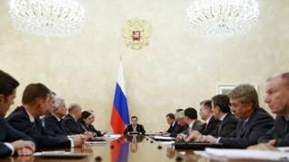 Премьер Дмитрий Медведев проводит совещание по поводу рубля