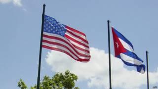 Кубинский и американский флаги