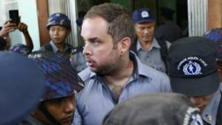 New Zealand citizen Philip Blackwood (C) is escorted by Myanmar policemen after his hearing at a court, Yangon, Myanmar, 18 December 2014.