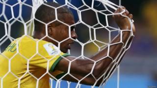 Fernandinho durante jogo com a Alemanha (foto: Reuters)