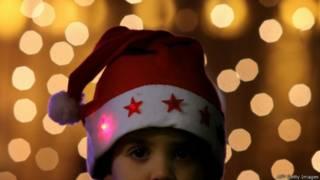Ребенок в новогоднем костюме