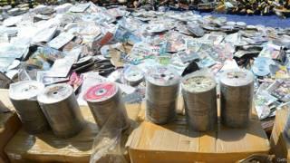 Đĩa DVD khiêu dâm ở Indonesia bị thu gom chờ tiêu hủy