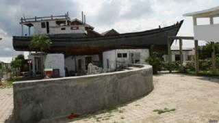 छत पर उतरी नाव बचाई 59 लोगों की जान