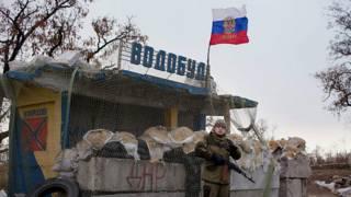 Пророссийский сепаратист на блок-посту под Донецком