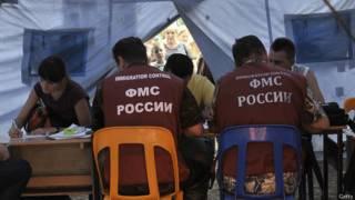 Сотрудники ФМС России регистрируют беженцев с востока Украины