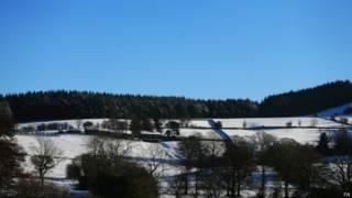 被雪覆盖后的英国乡间