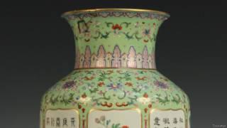 乾隆御用粉彩和豌豆绿落地花瓶