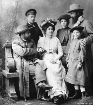 Anastasia Romanovna y familia