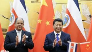 哥斯达黎加总统索利斯(左)与中国国家主席习近平